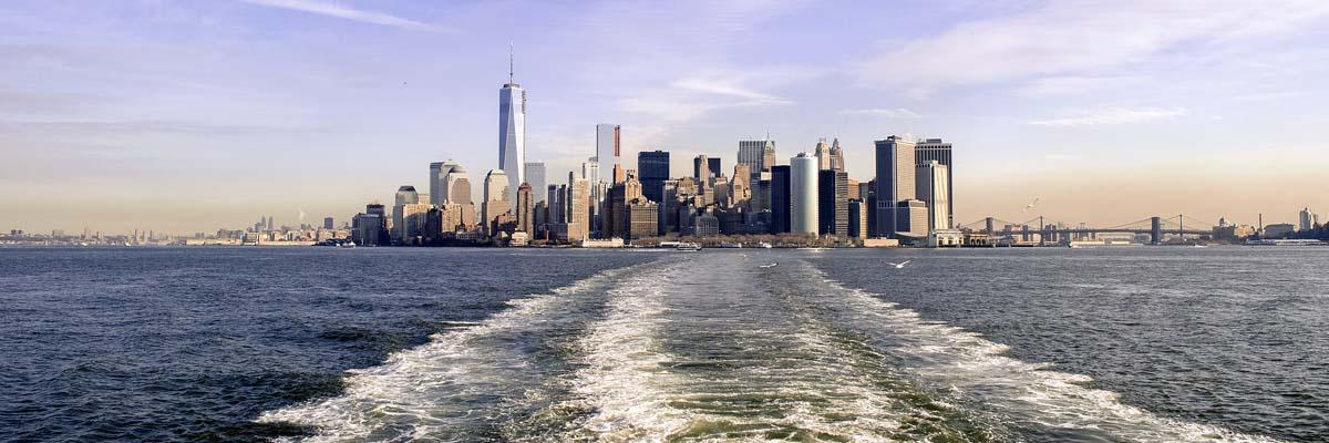 ニューヨークの出入港シーン